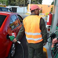 Toluca, México (Diciembre 28, 2016).- Aspectos de estación de gasolinera PEMEX en el valle de Toluca. Agencia MVT / Arturo Hernández.