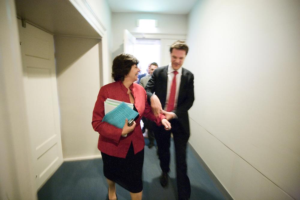 Nederland. Den Haag, 5 juni 2007.<br /> Mark Rutte en Rita Vredonk na crisisberaad over uitspraken van Verdonk in HP/De Tijd over leider Rutte. Hij zou niet rechts genoeg zijn. Na afloop van een ontmoeting met de pers pakt Rutte haar hand, op weg naar de werkkamer van Rutte.<br /> Foto Martijn Beekman <br /> NIET VOOR TROUW, AD, TELEGRAAF, NRC EN HET PAROOL