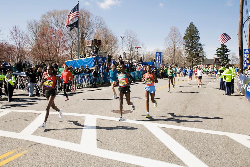 elite women runners warm up at start