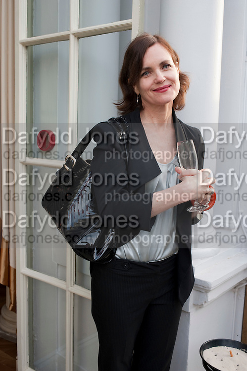 ELIZABETH MCGOVERN;  , Imogen Edwards-Jones - book launch party for ' Hospital Confidential' Mandarin Oriental Hyde Park, 66 Knightsbridge, London, 11 May 2011. <br />  <br /> -DO NOT ARCHIVE-© Copyright Photograph by Dafydd Jones. 248 Clapham Rd. London SW9 0PZ. Tel 0207 820 0771. www.dafjones.com.