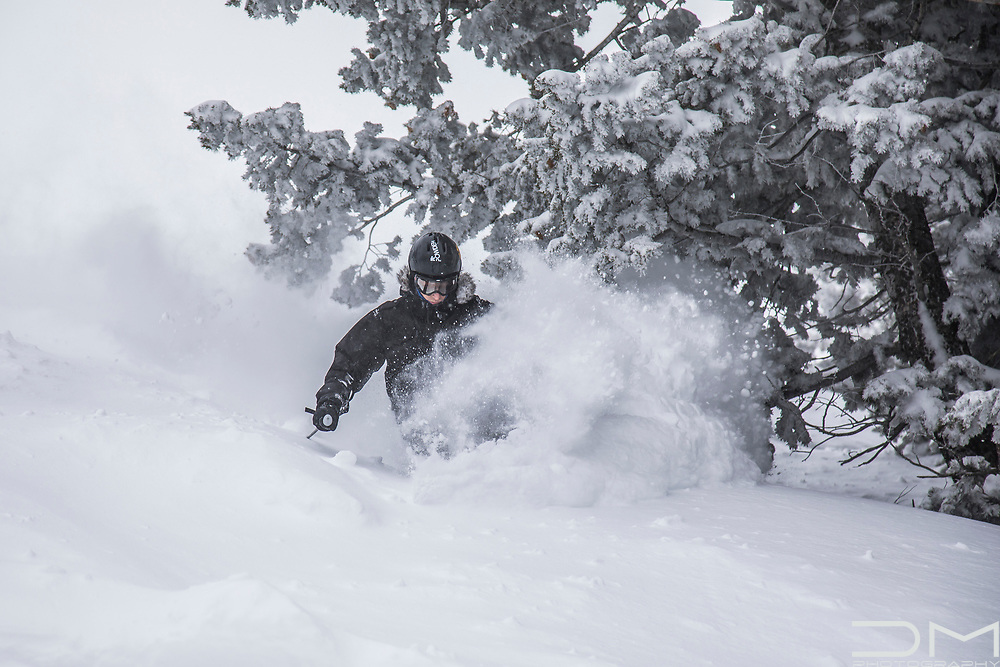 There are always friends in powder days!