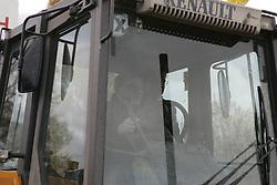 Gregor Gysi (Die Linke) bei der bundesweiten Anti-Atom-Kundgebung in Splietau bei Dannenberg im Wendland. 50.000 Menschen protestieren friedlich gegen die Atompolitik der schwarz-gelben Regierung. Im Bild: Gregor Gysi, Politiker der Partei Die Linke<br /> <br /> Ort: Splietau<br /> Copyright: Karin Behr<br /> Quelle: PubliXviewinG
