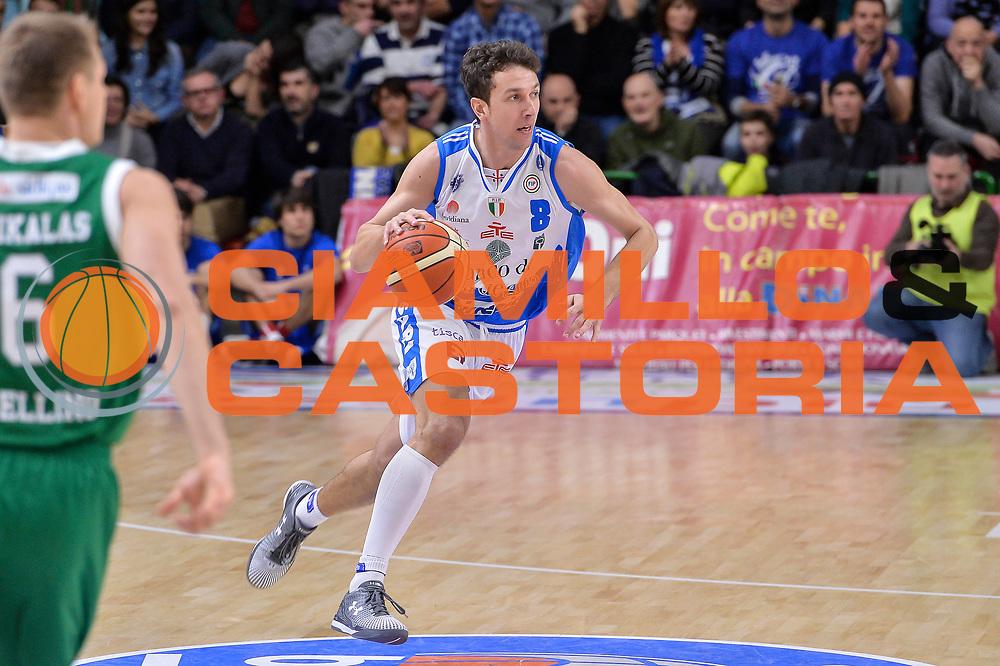 DESCRIZIONE : Beko Legabasket Serie A 2015- 2016 Dinamo Banco di Sardegna Sassari - Sidigas Scandone Avellino<br /> GIOCATORE : Giacomo Devecchi<br /> CATEGORIA : Palleggio Contropiede<br /> SQUADRA : Dinamo Banco di Sardegna Sassari<br /> EVENTO : Beko Legabasket Serie A 2015-2016<br /> GARA : Dinamo Banco di Sardegna Sassari - Sidigas Scandone Avellino<br /> DATA : 28/02/2016<br /> SPORT : Pallacanestro <br /> AUTORE : Agenzia Ciamillo-Castoria/L.Canu