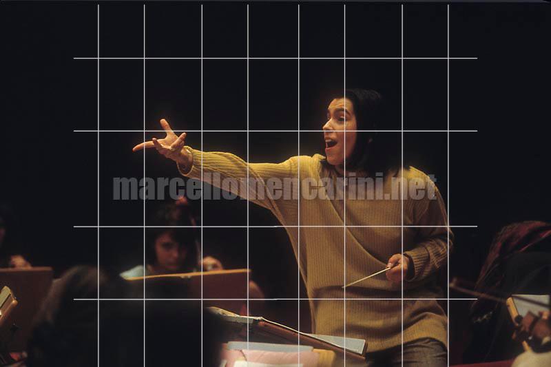 Milan, 1992. Italian conductor Carla Delfrate performing a rehearsal / Milano, 1992. Il direttore d'orchestra Carla Delfrate durante una prova - © Marcello Mencarini