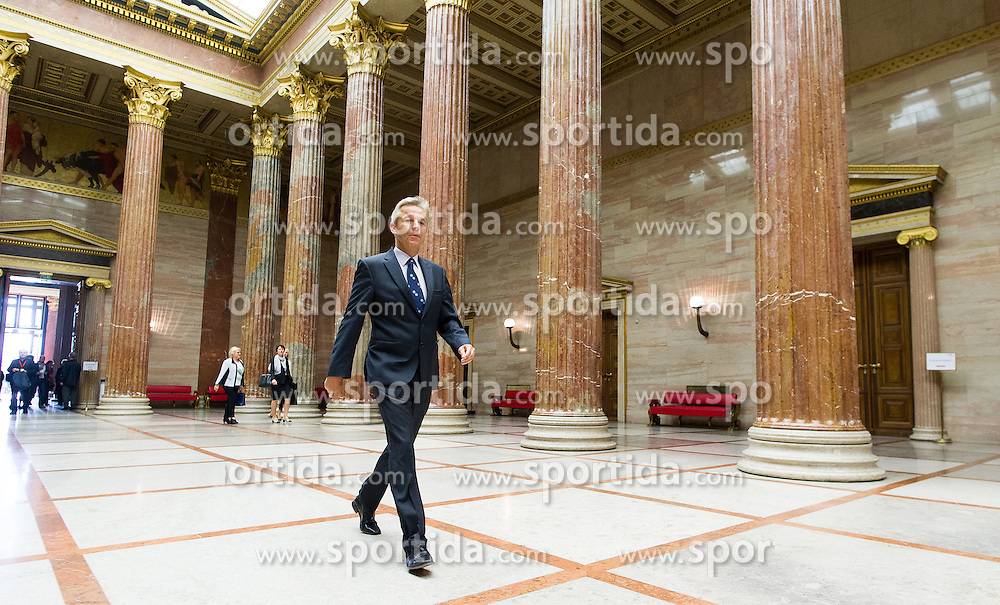 28.04.2016, Parlament, Wien, AUT, Parlament, Nationalratssitzung, Besuch des UNO-Generalsekretärs im Nationalrat, im Bild ÖVP Klubobmann Reinhold Lopatka // Leader of the Parliamentary Group OeVP Reinhold Lopatka during visit of the secretary general of the united nations at the meeting of the National Council of austria at austrian parliament in Vienna, Austria on 2016/04/28, EXPA Pictures © 2016, PhotoCredit: EXPA/ Michael Gruber