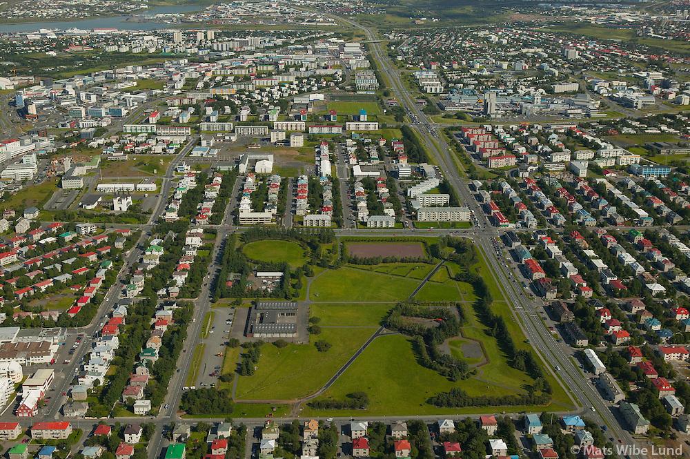 Kjarvalsstaðir, Klambratún og Miklabraut séð til austurs, Reykjavík.  /  Kjarvalsstadir museum, Klambratun park and Miklabraut main road leading east , Reykjavik