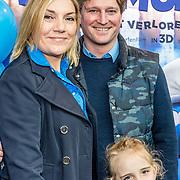 NLD/Amsterdam/20170318 - première De Smurfen en het Verloren Dorp,  Gallyon van Vessem met partner Greg de Jong en dochter Julie