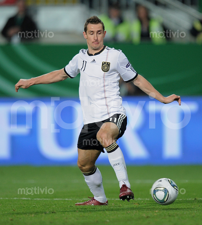 FUSSBALL INTERNATIONAL  EM 2012-Qualifikation   Gruppe A   26.03.2011 Deutschland - Kasachstan Miroslav KLOSE (Deutschland) mit Ball