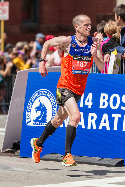2014 Boston Marathon: turn onto Boylston Street with quarter mile to go, Brenden O'Leary