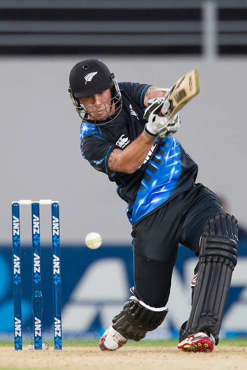 New Zealand's wicket keeper Luke Ronchi bats against West Indies  in the Twenty-20 International Cricket Match, Eden Park, Auckland, New Zealand, Saturday, January 11, 2014. Credit: SNPA/David Rowland