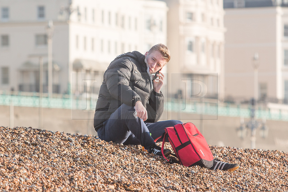 © Licensed to London News Pictures. 28/12/2015. Brighton, UK. People relax on Brighton beach as the weather turns increasingly warmer. Today December 28th 2015. Photo credit: Hugo Michiels/LNP