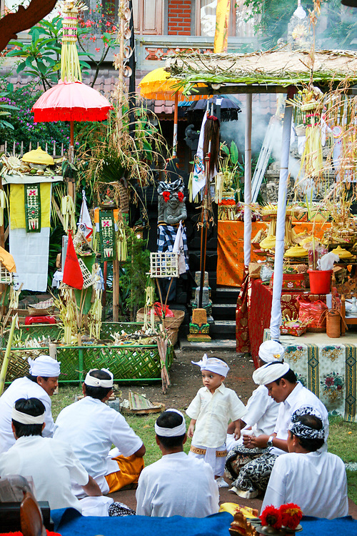 Balinese Hindu shrine, offerings and religious ceremony, Bali island, Indonesia, South East Asia