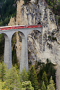 Landwasserviadukt, Albula, UNESCO Welterbestätte Rhätische Bahn in der Landschaft Albula, Kanton Graubünden, Schweiz   Landwasser viadukt, Albula, UNESCO World Heritage Site Rhaetian Railway in the Albula, Kanton Graubünden, Switzerland