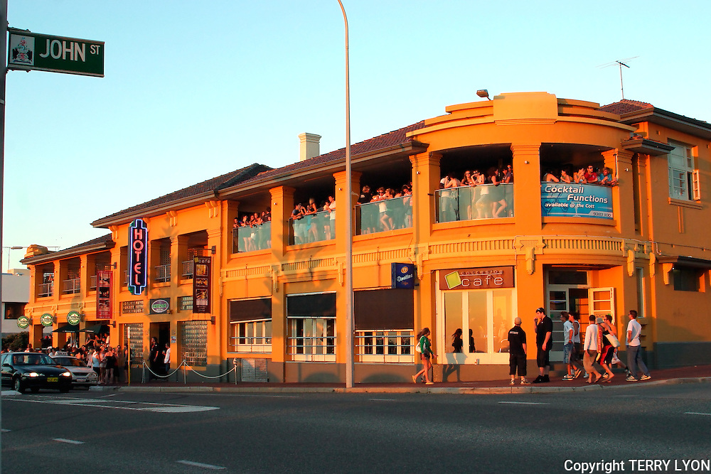 The que to get into the Cottesloe Beach Hotel from John Street on one of the busiest summer Sundays ever