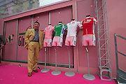 Santini with the 2011 Giro jersey line-up.
