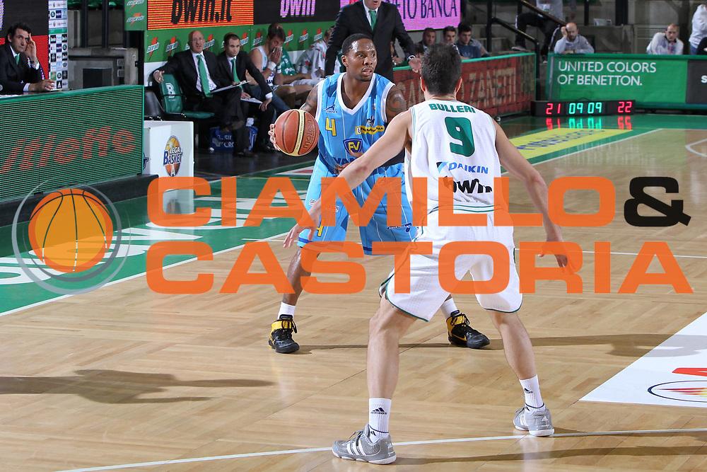 DESCRIZIONE : Treviso Lega A 2010-11 Benetton Treviso Vanoli Braga Cremona <br /> GIOCATORE : Jerrod Earl Rowland<br /> SQUADRA : Benetton Treviso Vanoli Braga Cremona<br /> EVENTO : Campionato Lega A 2010-2011 <br /> GARA : Benetton Treviso Vanoli Braga Cremona<br /> DATA : 23/04/2011<br /> CATEGORIA : Palleggio<br /> SPORT : Pallacanestro <br /> AUTORE : Agenzia Ciamillo-Castoria/G.Contessa<br /> Galleria : Lega Basket A 2010-2011 <br /> Fotonotizia : Treviso Lega A 2010-11 Benetton Treviso Vanoli Braga Cremona<br /> Predefinita :