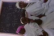 """arrival of new immigrants from Ethiopia, """"Falashmuras"""": Christians converted to Judaism  givaat amatos, Jerusalem  Israel     /// arrivee de nouveau amigrants  """"Falashmuras"""" d'Etiopie   givaat amatos, Jerusalem  Israel Chretiens  du Gundar en cours de conversion au judaisme descendant de la tribu de Dan  /// R00287/    L004319  /  P0007195"""