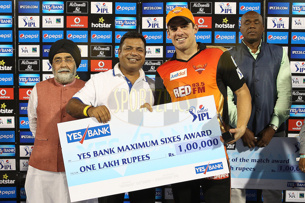 Moises Henriques of Sunrisers Hyderabad receives the Yes Bank Maximum Sixes Award during match 45 of the Pepsi IPL 2015 (Indian Premier League) between The Delhi Daredevils and the Sunrisers Hyderabad held at the Shaheed Veer Narayan Singh International Cricket Stadium in Raipur, India on the 9th May 2015.<br /> <br /> Photo by:  Shaun Roy / SPORTZPICS / IPL