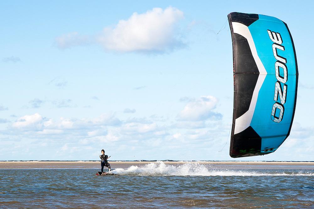 Kitesurfers van surfclub Schiermonnikoog.
