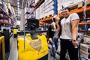STAVANGER2014-09-08: Rema 1000s distribusjonslager på Forus ansetter målrettet personer med hull i CVen, som langtidssykmeldte, eks-fanger og andre. FOTO:WERNERJUVIK