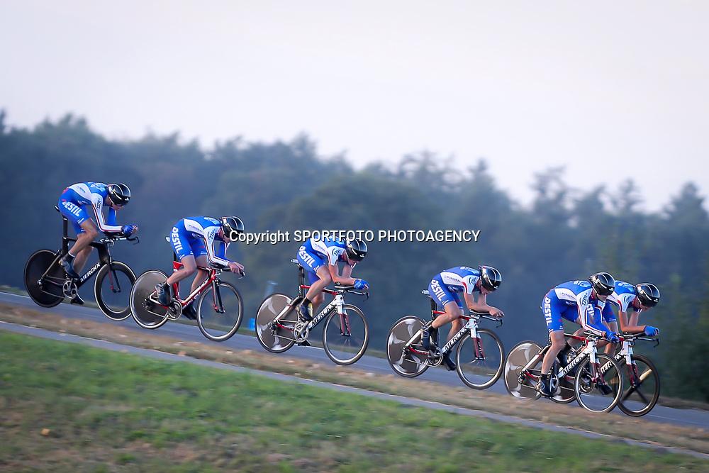 27-09-2016: Wielrennen: Olympia Tour: Hardenberg  <br />HARDENBERG (NED) wielrennen  <br />Nederlands oudste wielerkoers ging van start in Hardenberg met een ploegentijdrit.  CT Jo Piels