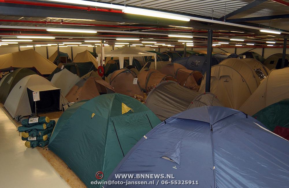 De Kampeerwinkel Pieter Ghijssenlaan Zaandam, 1e etage, tenten