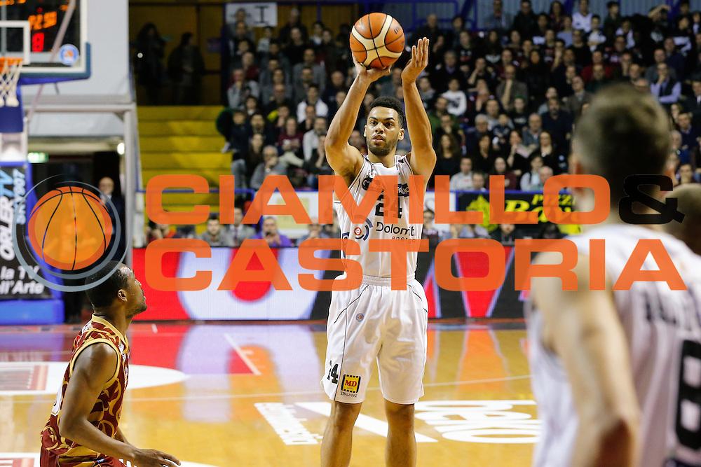 DESCRIZIONE : Venezia Lega A 2015-16 Umana Reyer Venezia Dolomiti Energia Trentino<br /> GIOCATORE : Trent Lockett<br /> CATEGORIA : Tiro<br /> SQUADRA : Umana Reyer Venezia Dolomiti Energia Trentino<br /> EVENTO : Campionato Lega A 2015-2016<br /> GARA : Umana Reyer Venezia Dolomiti Energia Trentino<br /> DATA : 28/12/2015<br /> SPORT : Pallacanestro <br /> AUTORE : Agenzia Ciamillo-Castoria/G. Contessa<br /> Galleria : Lega Basket A 2015-2016 <br /> Fotonotizia : Venezia Lega A 2015-16 Umana Reyer Venezia Dolomiti Energia Trentino