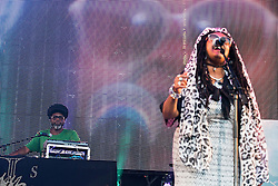 © Licensed to London News Pictures . 08/08/2015 . Siddington , UK . JAZZIE B ( Trevor Beresford Romeo OBE )  and CARON WHEELER of SOUL II SOUL on stage at The Rewind Festival of 1980s music , fashion culture at Capesthorne Hall in Macclesfield . Photo credit: Joel Goodman/LNP