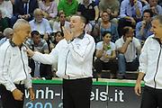 DESCRIZIONE : Siena Lega A 2011-12 Montepaschi Siena EA7 Emporio Armani Milano Finale scudetto gara 5<br /> GIOCATORE : arbitro<br /> CATEGORIA: curiosita fair play <br /> SQUADRA : <br /> EVENTO : Campionato Lega A 2011-2012 Finale scudetto gara 5<br /> GARA : Montepaschi Siena EA7 Emporio Armani Milano<br /> DATA : 17/06/2012<br /> SPORT : Pallacanestro <br /> AUTORE : Agenzia Ciamillo-Castoria/GiulioCiamillo<br /> Galleria : Lega Basket A 2011-2012  <br /> Fotonotizia : Siena Lega A 2011-12 Montepaschi Siena EA7 Emporio Armani Milano Finale scudetto gara 5<br /> Predefinita :