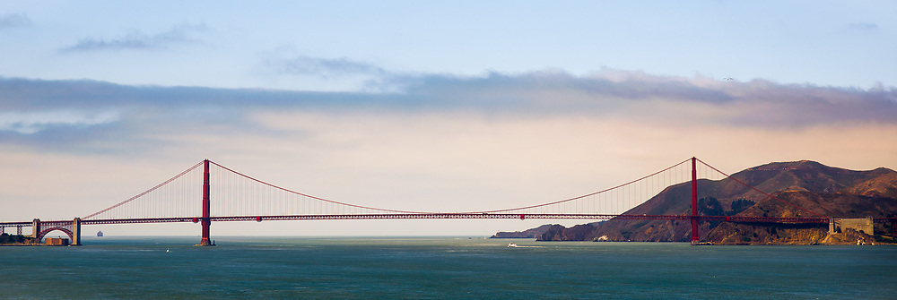 This is a picture of the Golden Gate Bridge in San Francisco California.<br />