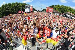 15.07.2014, Brandenburger Tor, Berlin, GER, FIFA WM, Empfang der Weltmeister in Deutschland, Finale, im Bild Fans der deutschen Nationalmannschaft (Fussball-Weltmeister 2014) // during Celebration of Team Germany for Champion of the FIFA Worldcup Brazil 2014 at the Brandenburger Tor in Berlin, Germany on 2014/07/15. EXPA Pictures © 2014, PhotoCredit: EXPA/ Eibner-Pressefoto/ Harzer  *****ATTENTION - OUT of GER*****