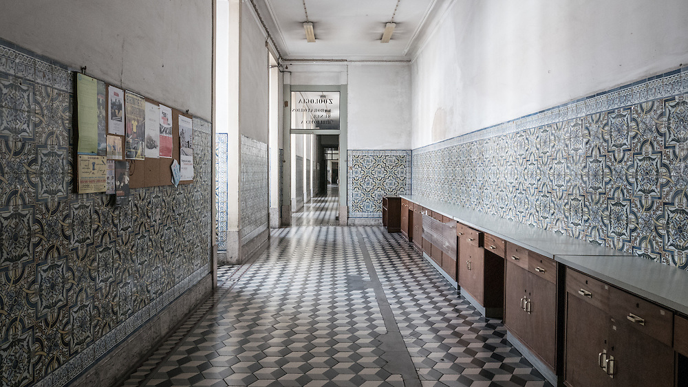The reclassification of the Laboratorio Chimico, a unique building that is a milestone in the history of Chemistry, is the first stage of a project that aims to become a key centre for the promotion of science and of scientific museology in Portugal.
