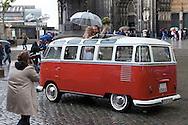 Europe, Germany, North Rhine-Westphalia, Cologne, bridal couple in an old VW van called Bulli in front of the cathedral. ..Europa, Deutschland, Nordrhein-Westfalen, Koeln, Hochzeitspaar in einem VW Bulli vor dem Dom.