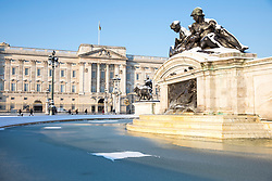© Licensed to London News Pictures. 28/02/2018. London, UK. The fountain outside Buckingham Palace freezes over after heavy overnight snowfall in London as the 'Beast from the East brings freezing Siberian air to the UK. Photo credit: Rob Pinney/LNP