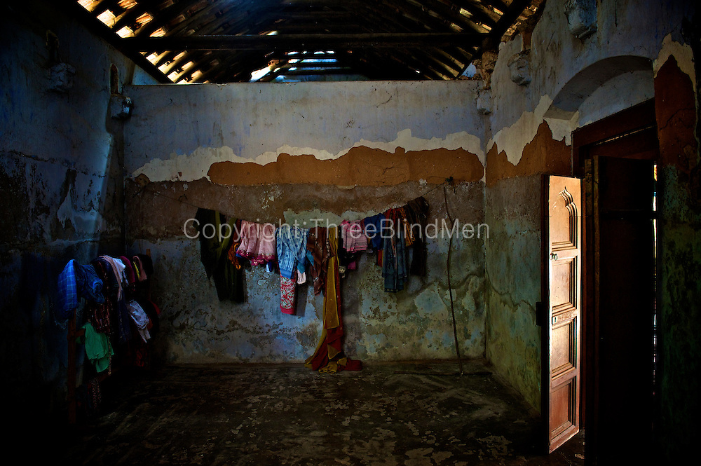 Clothes line in an unused room. An old Natcharam (square courtyard) house near Vaddukoddai.<br />