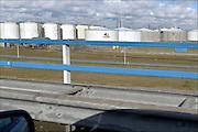 Nederrland, The Netherlands, Rotterdam, 3-3-2015Langs de A15 staan opslagtanks voor olie en andere chemische vloeistoffen. VOPAK.FOTO: FLIP FRANSSEN/ HOLLANDSE HOOGTE