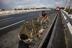 September 1, 2017 - Navotas, Manila, Philippines - A Filipino pushes a cart of sailing ropes along a road on Friday, September 1, 2017 in Navotas City, north of Manila, Philippines. (Credit Image: © Richard James Mendoza/NurPhoto via ZUMA Press)