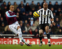 Photo: Chris Ratcliffe.<br />West Ham United v Newcastle United. The Barclays Premiership. 17/12/2005.<br />Bobby Zamora (L) clips the ball away from Alain Boumsong.