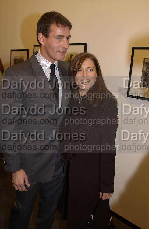 Tim Jeffries and Sheba Ronay. Robert Doisneau exhibition preview. Hamiltons. 20 November 2001. © Copyright Photograph by Dafydd Jones 66 Stockwell Park Rd. London SW9 0DA Tel 020 7733 0108 www.dafjones.com