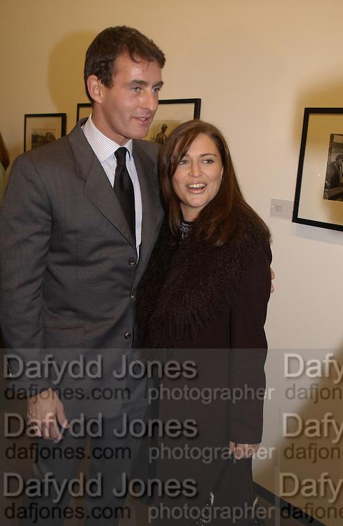 Tim Jeffries and Sheba Ronay. Robert Doisneau exhibition preview. Hamiltons. 20 November 2001. © Copyright Photograph by Dafydd Jones 66 Stockwell Park Rd. London SW9 0DA Tel 020 7733 0108 www.dafjones.com