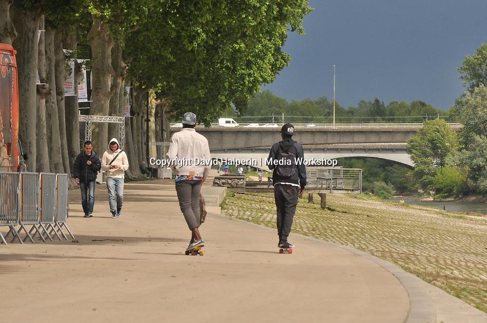 Skateboarders, Quai de Chatelet