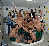 18-05-2008 Voetbal:ADO DEN HAAG:RKC Waalwijk:Waalwijk<br /> ADO Den Haag in het bad na de promotie<br /> Foto: Geert van Erven