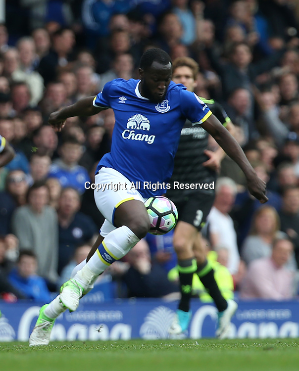 April 30th 2017, Goodison Park, Liverpool, England; EPL Premier league football, Everton versus Chelsea; Romelu Lukaku of Everton controls the ball as he bears down on the Chelsea goal