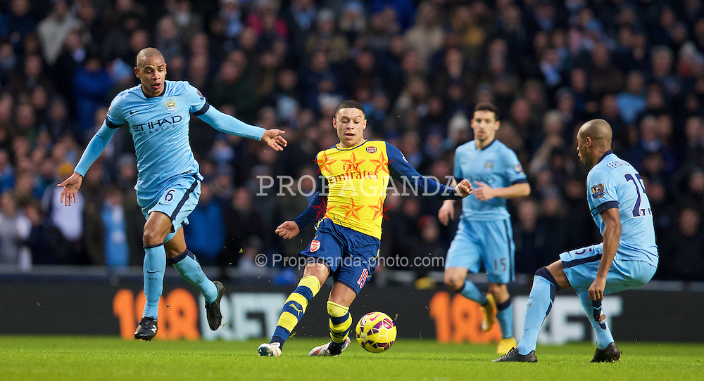 MANCHESTER, ENGLAND - Sunday, January 18, 2015: Arsenal's Alex Oxlade-Chamberlain in action against Manchester City during the Premier League match at the City of Manchester Stadium. (Pic by David Rawcliffe/Propaganda)