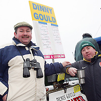 Dinny Gould and Damien Quinlevin warm their bones with a cup of tea at the Killaloe Point to Point on Sunday.<br /><br /><br /><br />Photograph by Yvonne Vaughan.