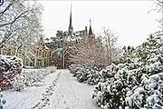 Nederland, Ubbergen, 27-12-2014Sneeuwval in Midden en zuid nederland. Het levert schilderachtige beelden op, maar is voor het verkeer , fietsers en de postbode onaangenaam. In ubbergen bij Nijmegen staan veel mooie huizen, villas uit de 19e eeuw. Dit is het voormalige klooster notre dames des anges, nu de Refter en woon en werk gemeenschap.FOTO: FLIP FRANSSEN/ HOLLANDSE HOOGTE