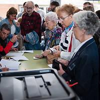 Saturday, 01 October 2017. Terrassa, Catalonia.  Catalan referendum voting. Activists and voters has been inside and at the door of their assigned polling stations as a measure to try to avoid the closure of the voting places by the spanish police. Despite of many others towns and cities of Catalonia were the day has left about eight hundred injured people, in Terrassa the day has passed with any relevant incident. The elderly people who attended to vote has been welcomed with clapping hands.