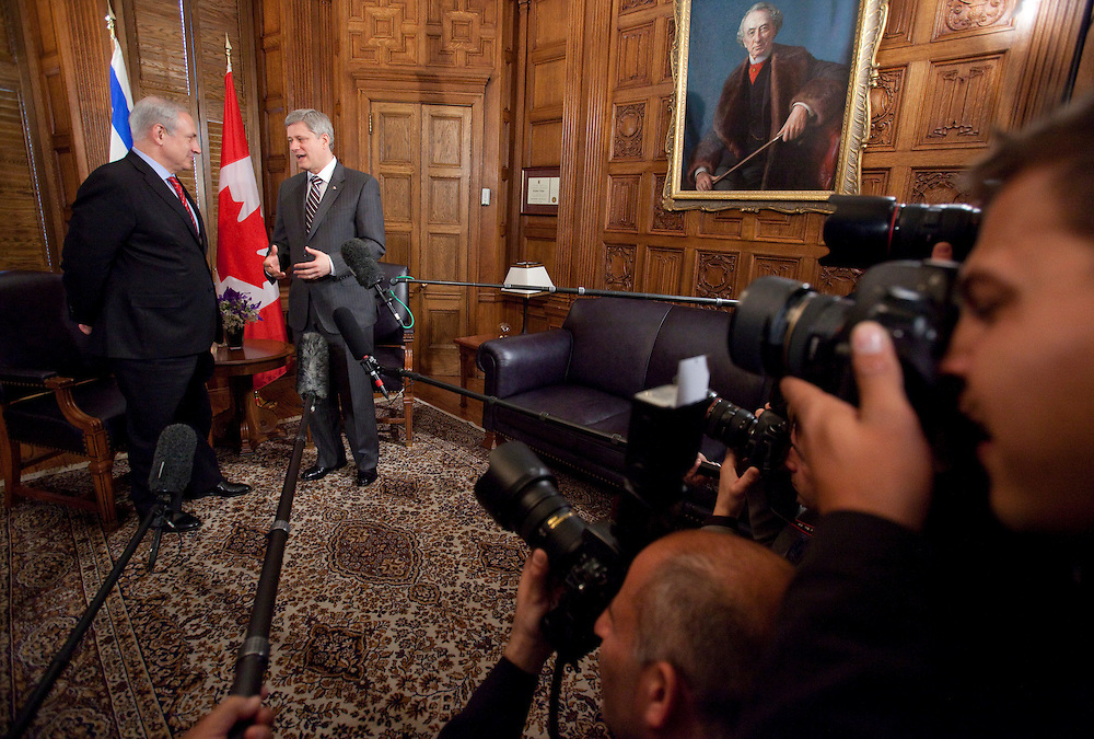 Canadian Prime Minister Stephen Harper speaks to Israeli Prime Minister Benjamin Netanyahu during a photo opportunity on Parliament Hill in Ottawa, May 31, 2010.  Netanyahu is cutting short his visit to return to Israel to deal with the controversy surrounding the sinking of a humanitarian vessel by the Israeli navy.<br /> AFP/GEOFF ROBINS/STR