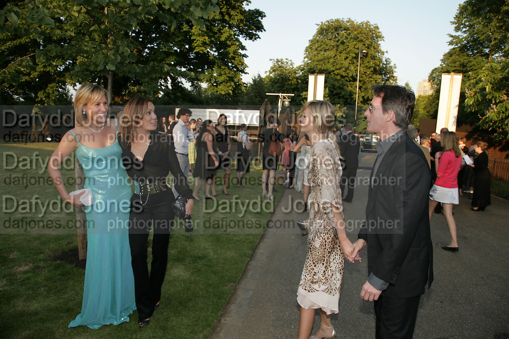 SANTA MONTEFIORE, TARA PALMER-TOMPKINSON, MALIN JOHANNSON AND TIM JEFFERIES. The Summer Party in association with Swarovski. Co-Chairs: Zaha Hadid and Dennis Hopper, Serpentine Gallery. London. 11 July 2007. <br />