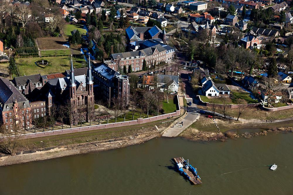 Nederland, Limburg, Gemeente Venlo, 07-03-2010; Tegelen, pontje over de Maas tussen Steijl (Steyl) en Baarlo. Klooster en kerk, Missiehuis Steyl..luchtfoto (toeslag), aerial photo (additional fee required).foto/photo Siebe Swart